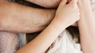 男が抱きしめたくなる女の条件。男の本音から見えてくる真実